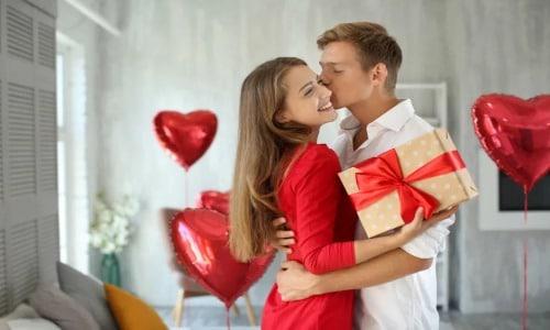 افكار رومانسيه لاستقبال الزوج مفاجآت وكلام يذوب قلبه، أفكار جديدة وجريئة لكسر الروتين وقضاء ليلة مميزة تضفي الكثير من الحب والغرام على علاقتكم