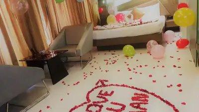 تزيين الغرفة لليلة رومانسية