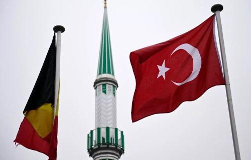 بلجيكا تنوي طرد إمام تركي بسبب المثلية الجنسية